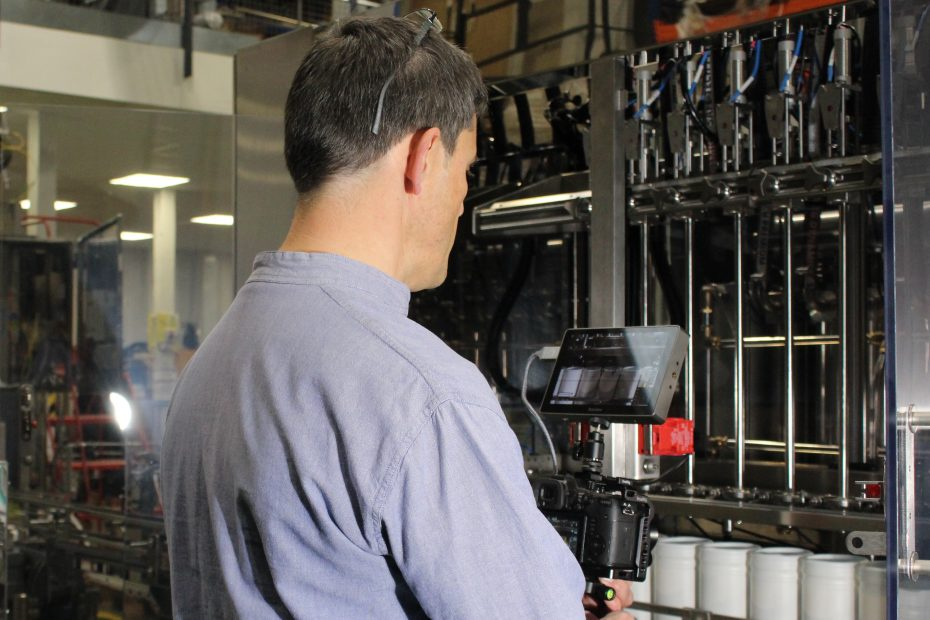 Filming filling machinery for a manufacturing video